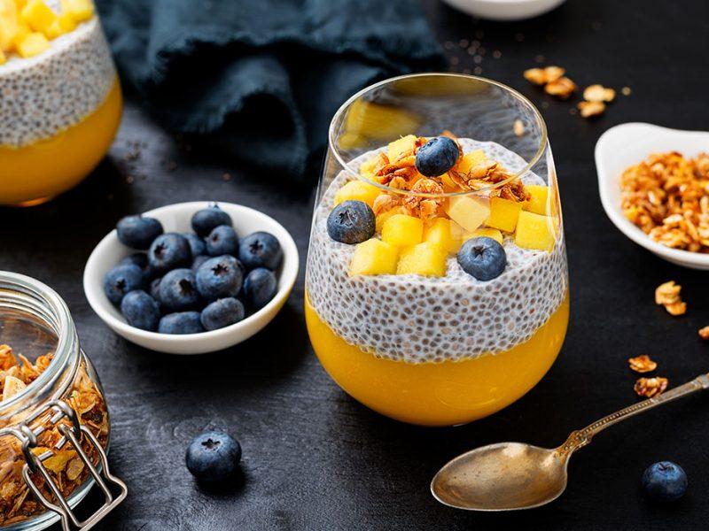 Pudding_chia_z_mleczkiem_kokosowym_i_mango